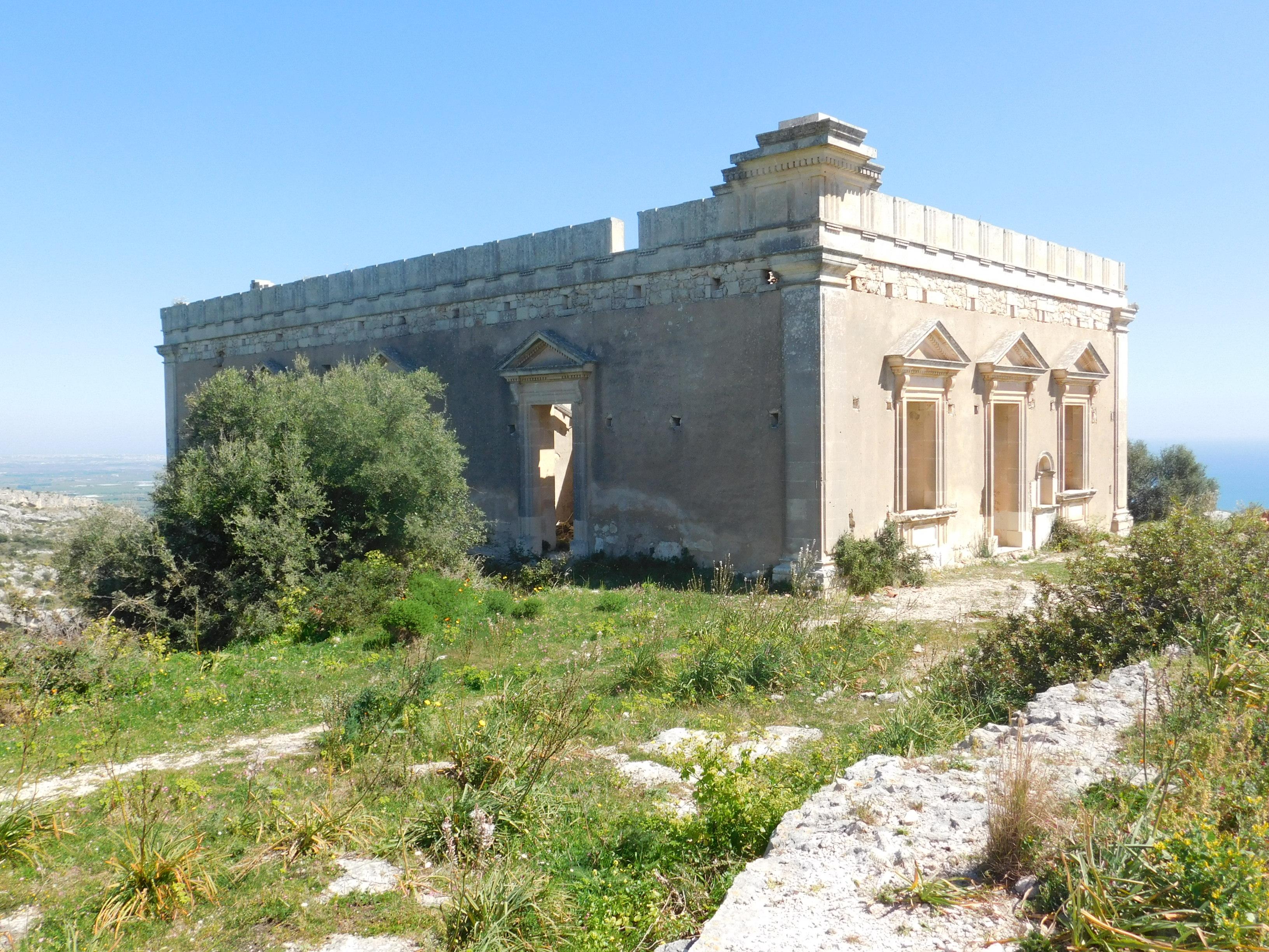 Cassibile, la villa dei marchesi a Cugno Mola