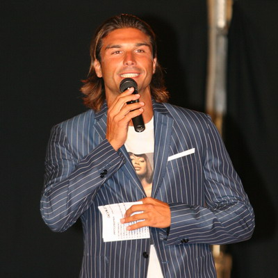 Foto di Giovanni Conversano mentre presenta la selezioni di Miss Italia