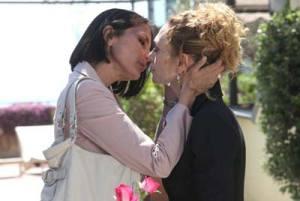 Marina e Aurora bacio lesbo Un posto al sole Rai3 Foto