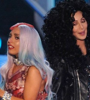 Cher-e-Lady-Gaga-ai-VMAs-del-2010