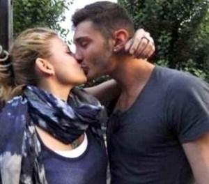 emma-marrone-e-stefano-de-martino-si-baciano