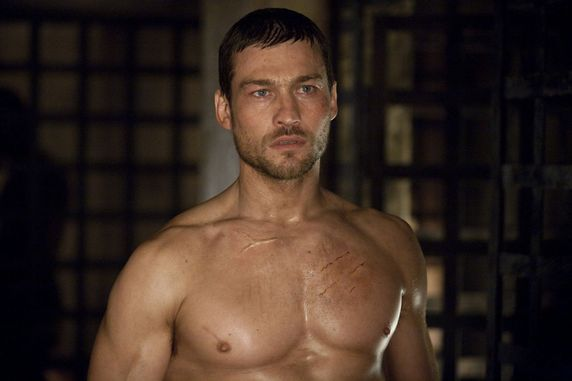 Andy Whitfield in una scena della serie tv Spartacus sangue e sabbia Foto