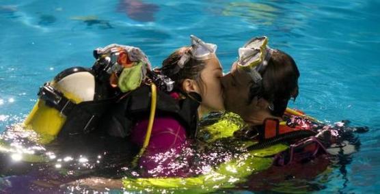 Alessandro Preziosi Maschi contro femmine bacio hot Foto