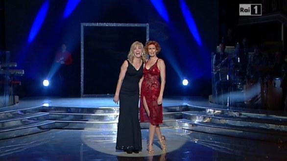 Milly Carlucci ferma esibizione Lucrezia Lante Della Rovere
