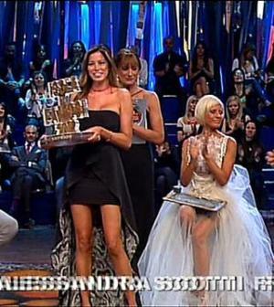 Aida Yespica Vince Premio Naufraga dei naufraghi isola 9