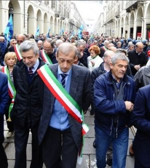 Piero-Fassino-nel-corteo-di-Torino
