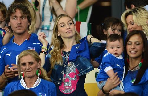 Per Italia-Germania le wag agguerrite tifano in tribuna