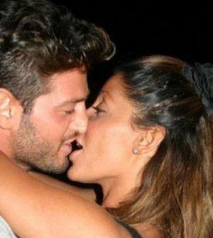 Foto di Guendalina Tavassi e Ciro Torlo che si baciano