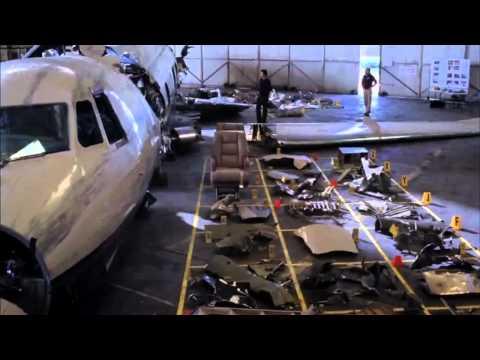 greys-anatomy-9-derek-guarda-i-resti-dell-aereo-foto