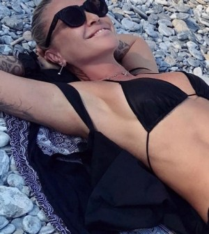 foto Paola Barale in spiaggia