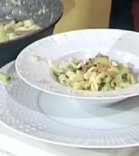 Foto strozzapreti avocado e zucchine Domenica In