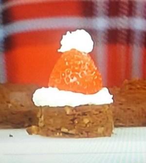 Foto cappellini di Babbo Natale Domenica In