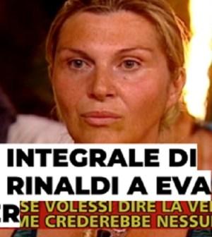 foto striscia la notizia contro nadia rinaldi