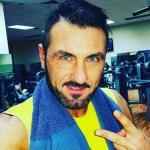 """News Uomini e Donne, Sossio Aruta furioso con i fan: """"Vai a cag**e!"""""""