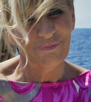 foto tina cipollari parodia gemma galgani a temptation island