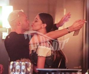 Belen Rodriguez bacia un altro dopo Andrea Iannone: FOTO