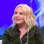 Antonella Clerici, problema all'Ariston: giornalista del TG1 si scusa