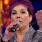 """Donatella Milani canta da sola. Cutugno contro Rettore: """"Vergognati!"""""""