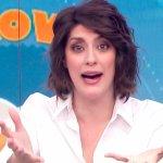 Elisa Isoardi imbarazzata in diretta: assaggia, ma non le piace…