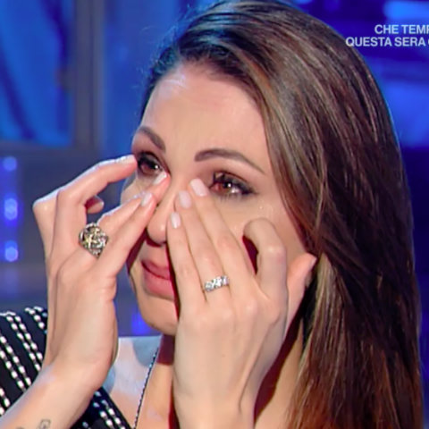 foto_anna_tatangelo_piange_domenica_in