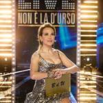 Ascolti Barbara d'Urso: bene Live e Domenica Live. Fialdini si difende