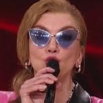 Milly Carlucci va in onda di domenica prima de Il cantante mascherato