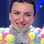 Arisa è il Barboncino a Il cantante mascherato! Eliminata in lacrime