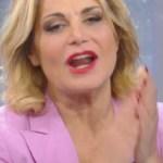 Simona Ventura ha un problema in diretta: gaffe a Settimana Ventura