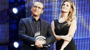 Carlo Conti e Vanessa Incontrada: rimandati a fine estate i Music Awards