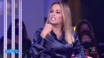 """Grande Fratello Vip, Sonia Bruganelli attacca Adriana Volpe: """"Prima di parlare pensa!"""""""