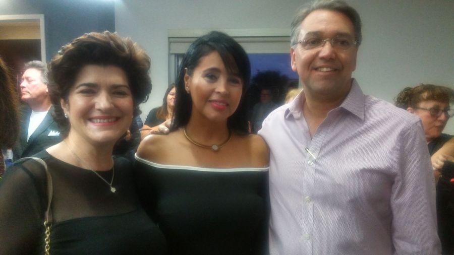 Patricia Vargas propietaria de 4Geeks, la emprearia Monica Soria Galvarro propietaria de Divine Nails y su esposo el empresario Robert Whelan