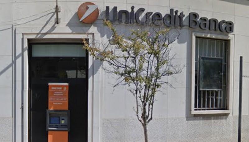 Cerignola, rapina all'UniCredit in centro città: bottino da quantificare