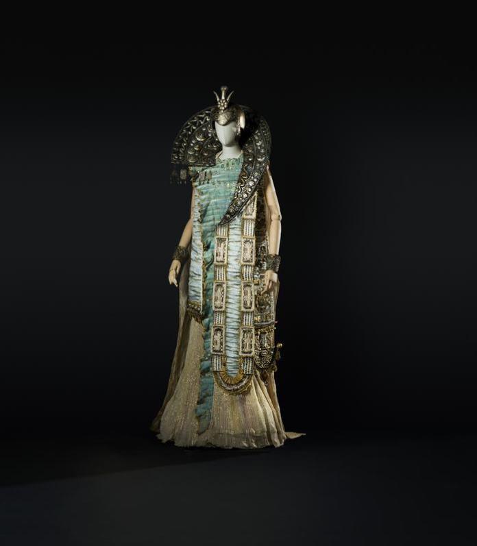 3-Idomeneo di Mozart, 1990. Costume di Nicoletti per Idamante, figlio del re di Creta (Ziegler). Foto Francesco M. Colombo