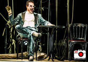 Giampiero Ingrassia in Cabaret al Politeama Rossetti © Fabrizio Caperchi Photography / La Nouvelle Vague Magazine