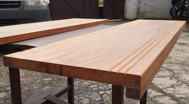 harga lantai kayu untuk tangga