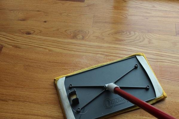 Cara Membuat Pembersih Alami Sendiri Untuk Lantai Kayu