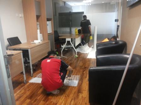 Pemasangan lantai kayu mahkamah agung