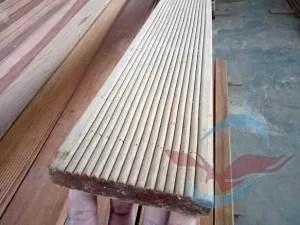 lantai kayu outdoor alur anti slip