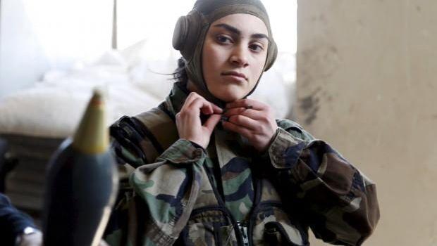 ISIS: Hillary Clinton l'ha formato e finanziato, queste donne siriane lo combattono in trincea