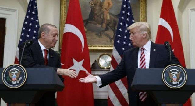 Turchia: Trump ha accettato di bloccare le forniture di armi ai curdi in Siria