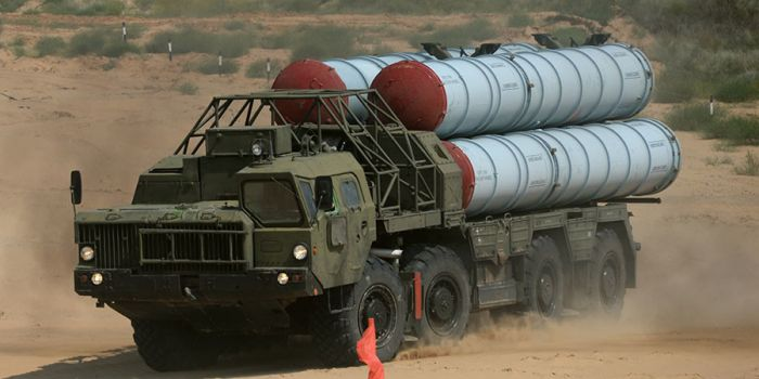 Mosca invia in Siria il sistema di missili S-300 per difendere la base navale di Tartus