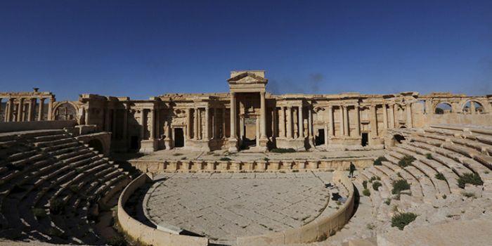 Siria: L'ISIS ha parzialmente distrutto l'antico teatro romano di Palmira