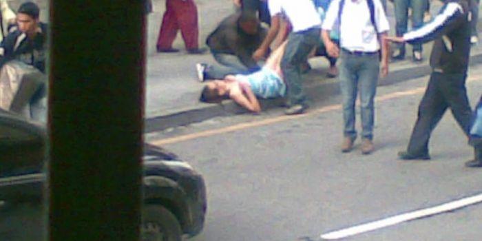 Venezuela, giovane partorisce in strada. L'ultima fake news di Repubblica diventa virale