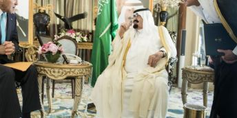 Arabia Saudita e Isis a confronto: l'infografica che vale migliaia di inutili editoriali