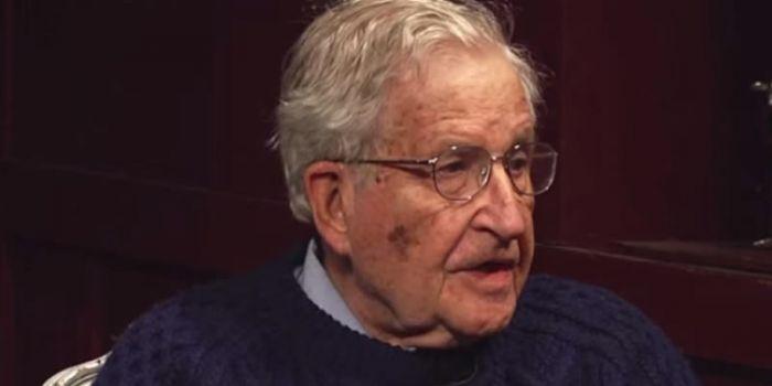Noam Chomsky: Il successo di American Sniper spiega l'oblio sulla campagna terroristica di Obama con i droni