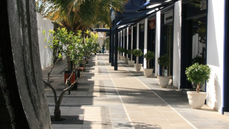 Puerto Calero shopping area