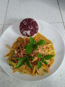 Stir-fried-green-curry-with-peanut