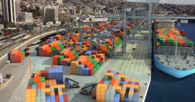 Opositores al Terminal 2 de Valparaíso llegan al Gobierno Regional para presentar discrepancias