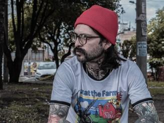 Cínico Lesivo lanza 'Nido de serpientes', una canción que invita a ser tercos por amor