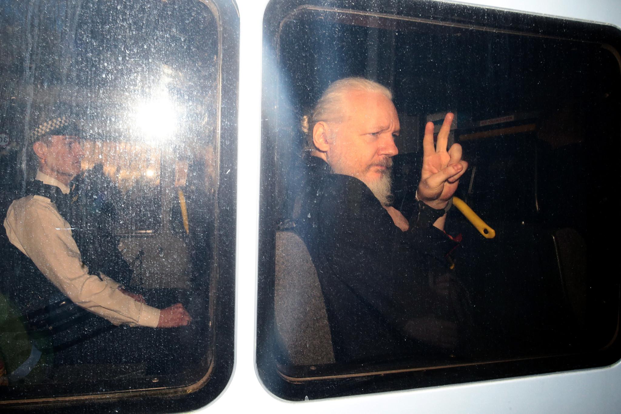 Estados Unidos presenta 18 cargos en contra de Julian Assange